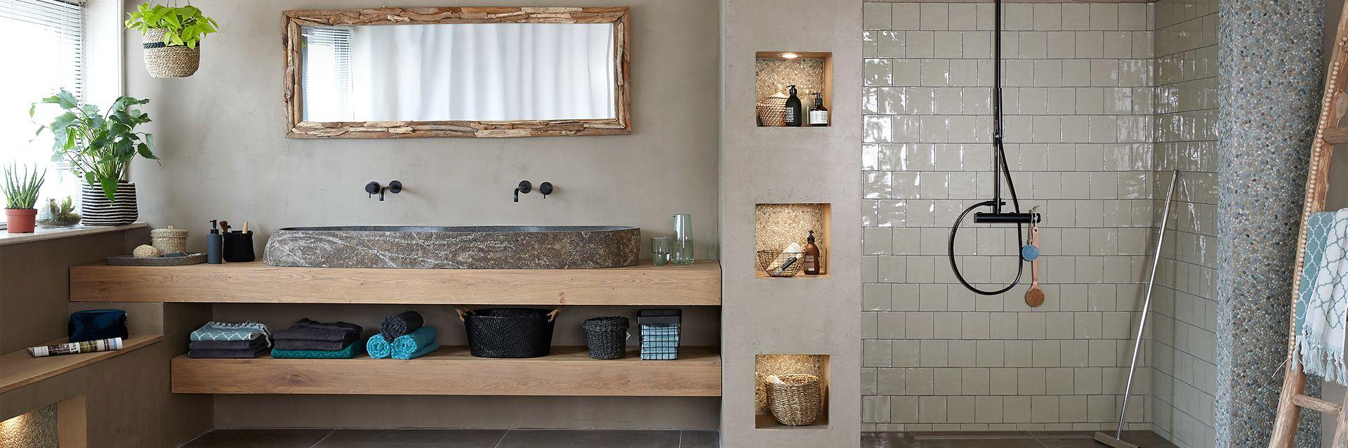 Prachtig voorbeeld van een teak badkamer met teakhouten meubelen ...