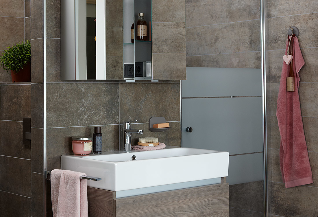 Kleine badkamer - slimme indeling door T opstelling