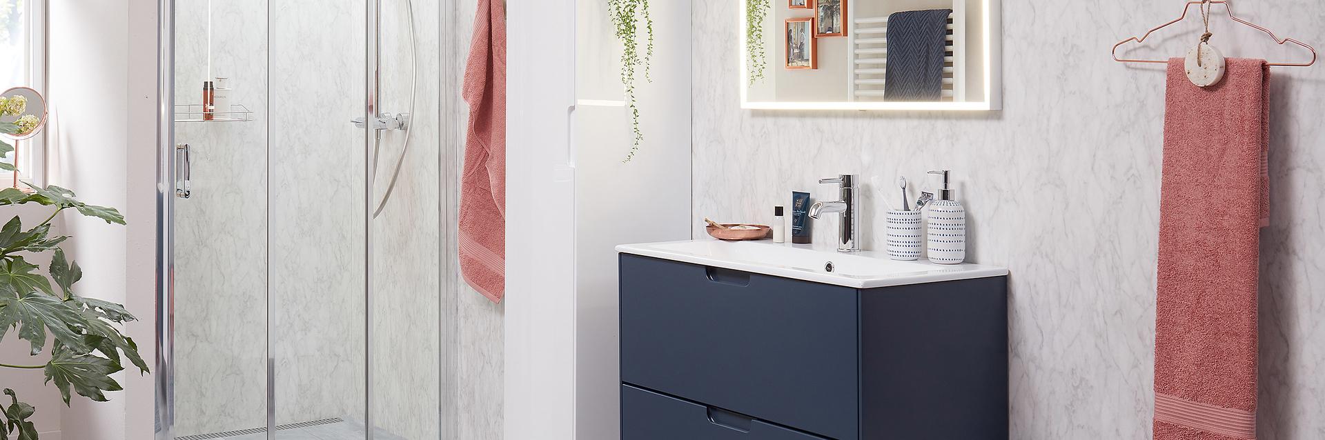 Wastafel kleine badkamer donkerblauw met inbouw wasbak