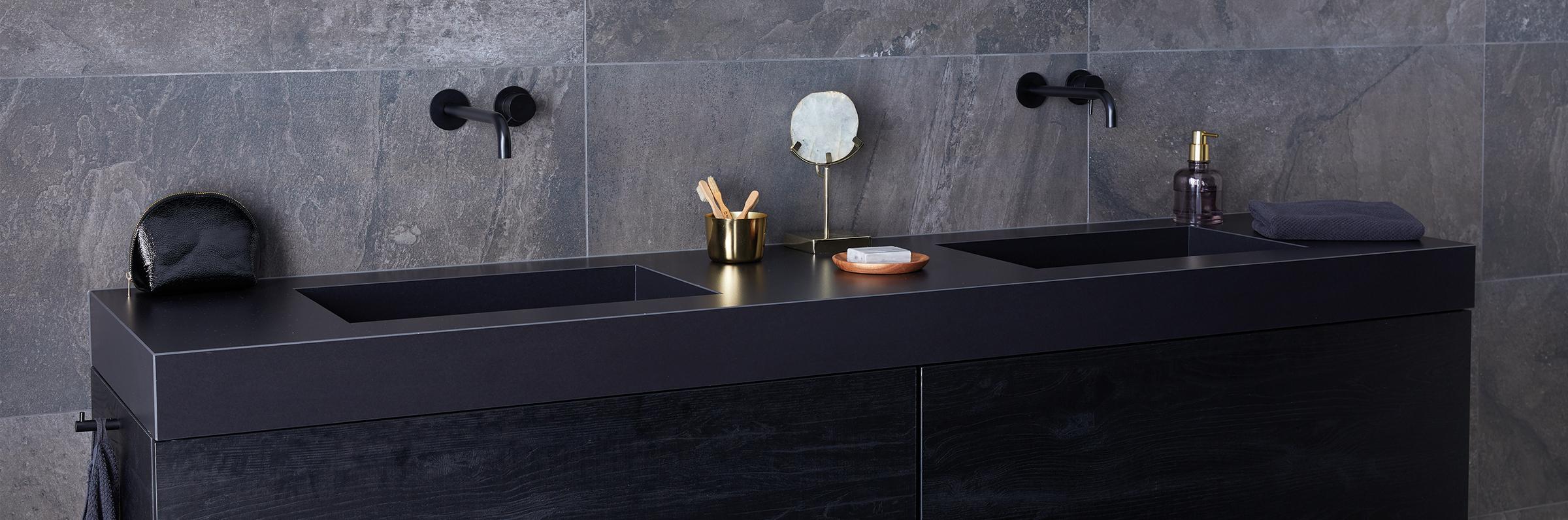 Binnenkijken bij een zwarte badkamer - Binnenkijken bij een zwarte badkamer