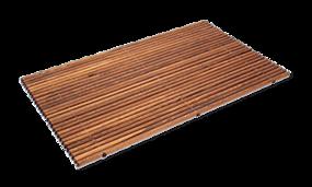 Tegels in houtlook in combinatie met houten badmat