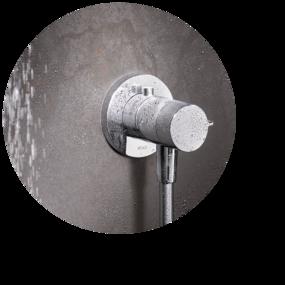 Badkamer marmerlook - Inbouwkranen van Keuco IXMO