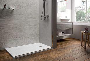 Douchvloer wit in badkamer met houten vloer