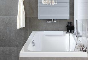 Gezinsbadkamer met comfortabel ligbad van Sphinx