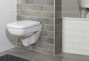 Compacte badkamer met zwevend toilet