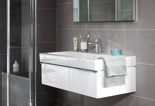 Veilige badkamer met tijdloos badmeubel