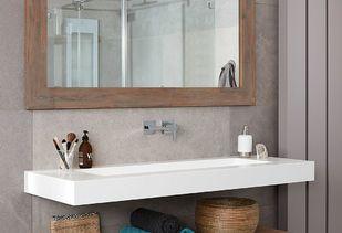 Maatwerk badkamer met strak badkamermeubel