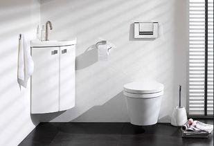 Klein hoekje met wastafel en daarnaast toilet foto van hotel