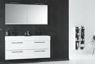 Badkamermeubel met strakke spiegelkast