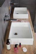 Familie badkamer met rechthoekige wasbakken