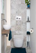 Wandtegels op toilet in patchwork motief