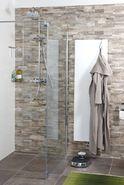 Natuurlijke badkamer met reliëftegels