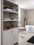 Landelijke badkamer met maatwerk kast