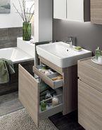 Wastafel kleine badkamer met slimme opberg ruimte