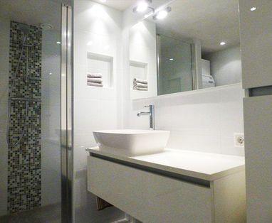 Binnenkijkers - badkamer met wasmachine in Broek in Waterland