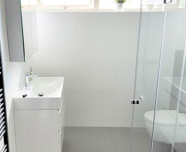 Binnenkijkers - Moderne badkamer in Houten