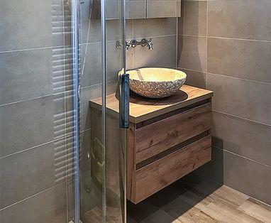 Binnenkijkers - Natuurlijke badkamer in Nunspeet