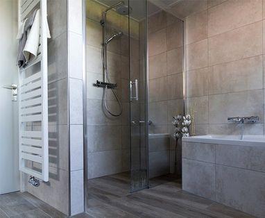 Binnenkijkers - Warme badkamer in Beuningen