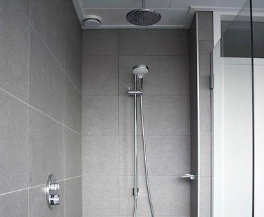 Binnenkijkers - Moderne familie badkamer in Uithoorn