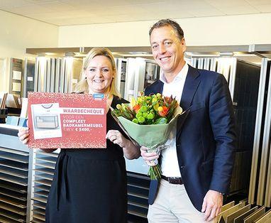 Acties - Winnares uit Wemeldinge ontvangt compleet badkamermeubel