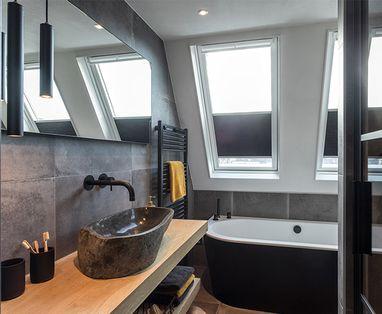 Binnenkijkers - Binnenkijken bij een badkamer met zwart sanitair in Woerden (Astra en Badenplus)