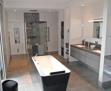 Binnenkijkers - Grote badkamer in Helvoirt
