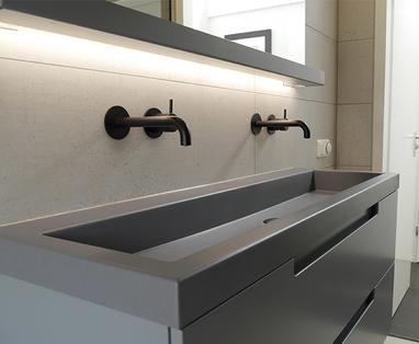 Binnenkijkers - Binnenkijken: Industriële badkamer in Drachten
