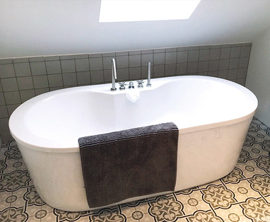 Binnenkijkers - Gerenoveerde badkamer en toilet in Nieuwerbrug