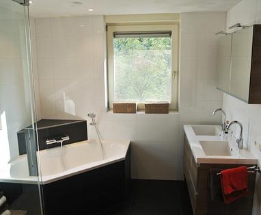 Binnenkijkers - Praktische badkamer in Boxtel