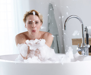 Afkoelen in de badkamer: 4 tips - Zo krijg je een energieboost