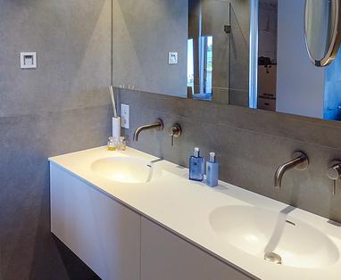 Inspiratie - Moderne badkamer met technische snufjes in Harderwijk