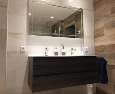 Binnenkijkers - Warme badkamer in Reusel