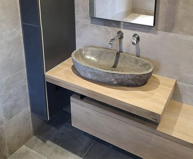 Binnenkijkers - Badkamer met bijzonder meubel in Reeuwijk