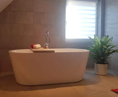 Binnenkijkers - Grote badkamer met warme uitstraling in Helmond