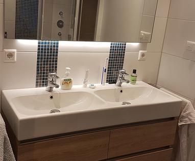 Binnenkijkers - Lichte badkamer in Diemen