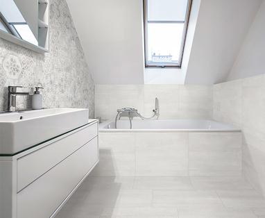 Tips voor een kleine badkamer met bad - Tegels kleine badkamer
