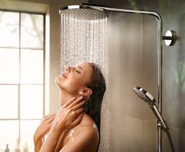 5 tips om water te besparen in de badkamer - Wellness-badkamer: opties voor je douche