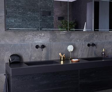 Badkamer accessoires zwart - Binnenkijken bij een zwarte badkamer