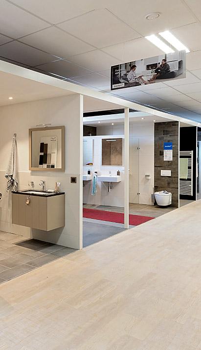 AGO Badkamer & Tegels showroom verschillende badkameropstellingen
