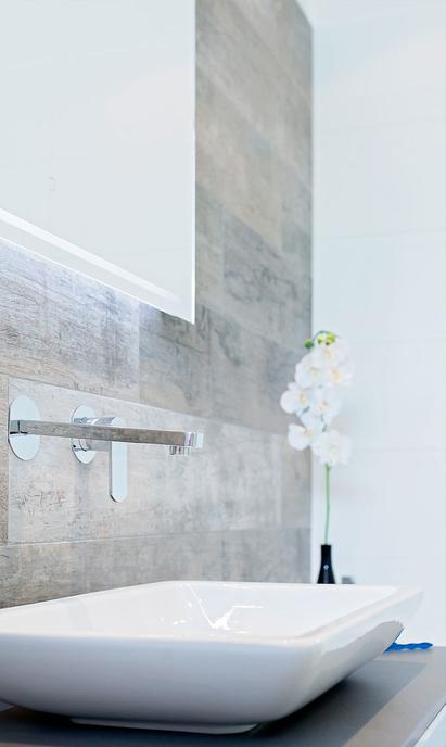 Bouman Badkamers showroom wastafel opzetkom met spiegel