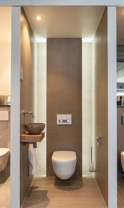 Bubbelshop Badkamers showroom toiletopstelling