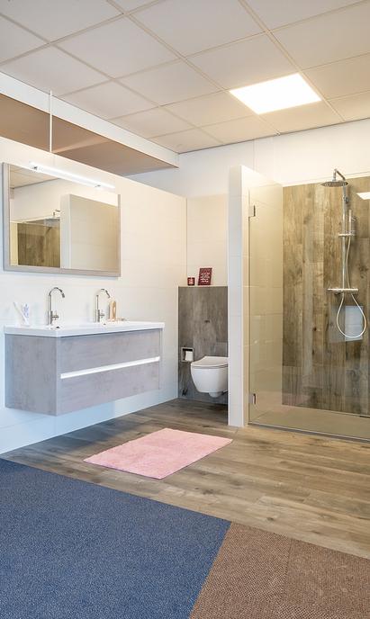 Oude Geerdink Tegels & Sanitair showroom badkameropstelling