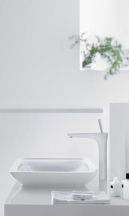Natuurlijke badkamer met eengreeps wastafel mengkraan