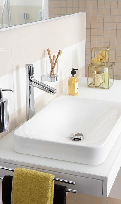 Comfort badkamer - hoge kraan bij rechthoekige opzetkom