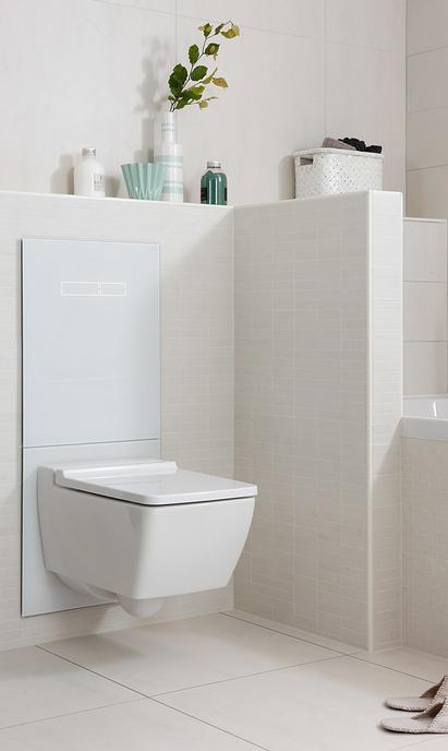 Comfort badkamer met hangtoilet biedt schoonmaak gemak