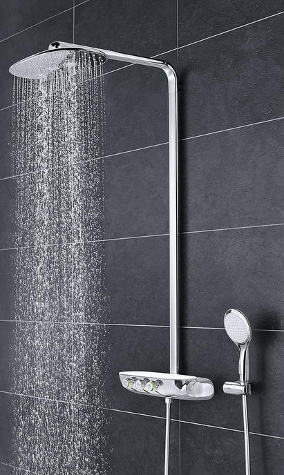 Moderne badkamer met strak vormgegeven regendouche