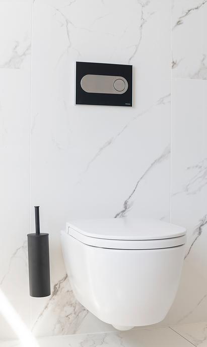 Welbie Badkamers showroom toiletopstelling marmer