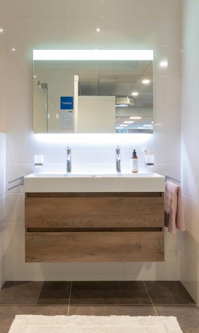 Aangenaam Badkamers showroom badkameropstelling wastafelmeubel