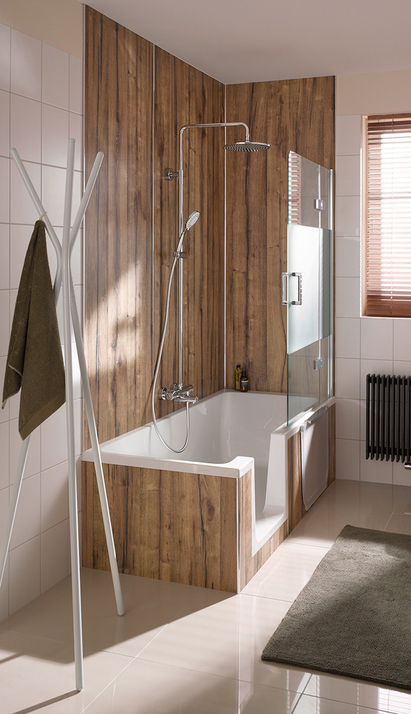 Kleine badkamer - Ligbad en douche in één