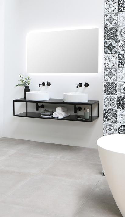 Industrieel badkamermeubel met zwart stalen frame